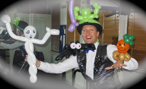 Halloween Balloon models from Rubber Ritchie from circusperformers.co.uk and aurorascarnival.co.uk