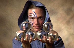 Crystal ball manipulation. Contact jugling by the Fluid Druid